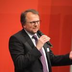 Mit herzlichen Worten verabschiedet unser Geschäftsführer Manfred Heckmeier das Publikum.