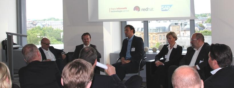 Banking Lounge Diskussionsrunde mit Thorsten Hahn, Dr. Andreas Totok, Mario Brugnera, Ina Steigleiter und Jürgen Hoffmann (v.l.)