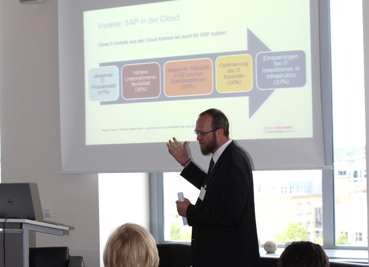 Christian Sonderleittner bei seinem Vortrag Community Cloud
