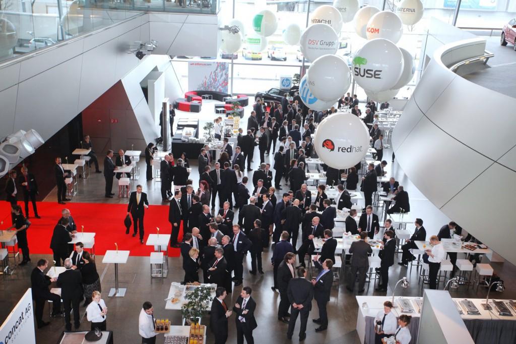 Schöner Anblick beim Betreten des 14. FI-TS Management-Forums 2015 in der BMW-Welt München