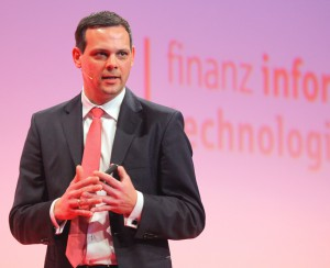 Dr. Christian Thiel startete die Banking-Session mit dem Thema Standardisierung.