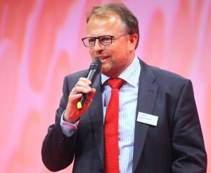 Manfred Heckmeier, Geschäftsführer FI-TS spricht herzliche Abschiedsworte